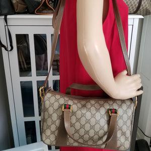 Beautiful Vintage Gucci GG Boston with strap